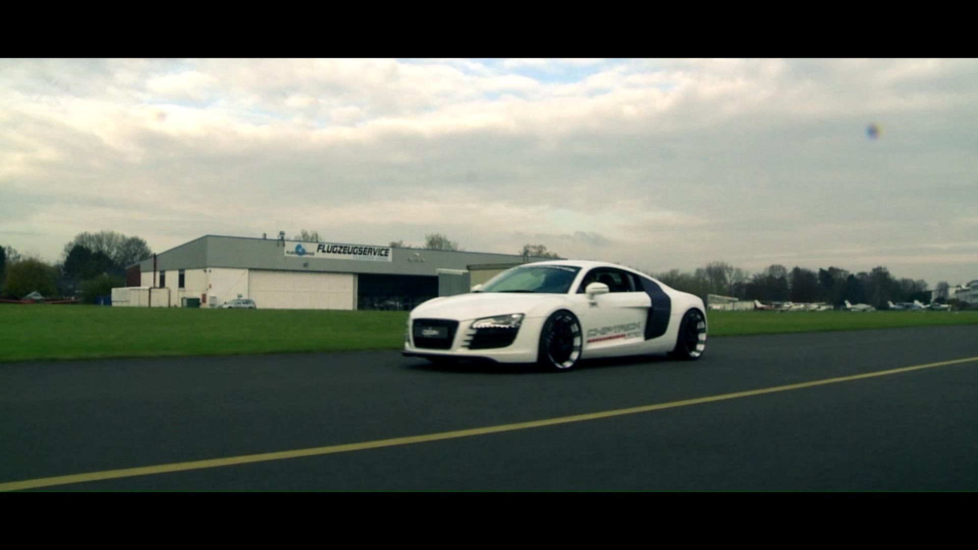 Audi R8 mit OX14 Folie White