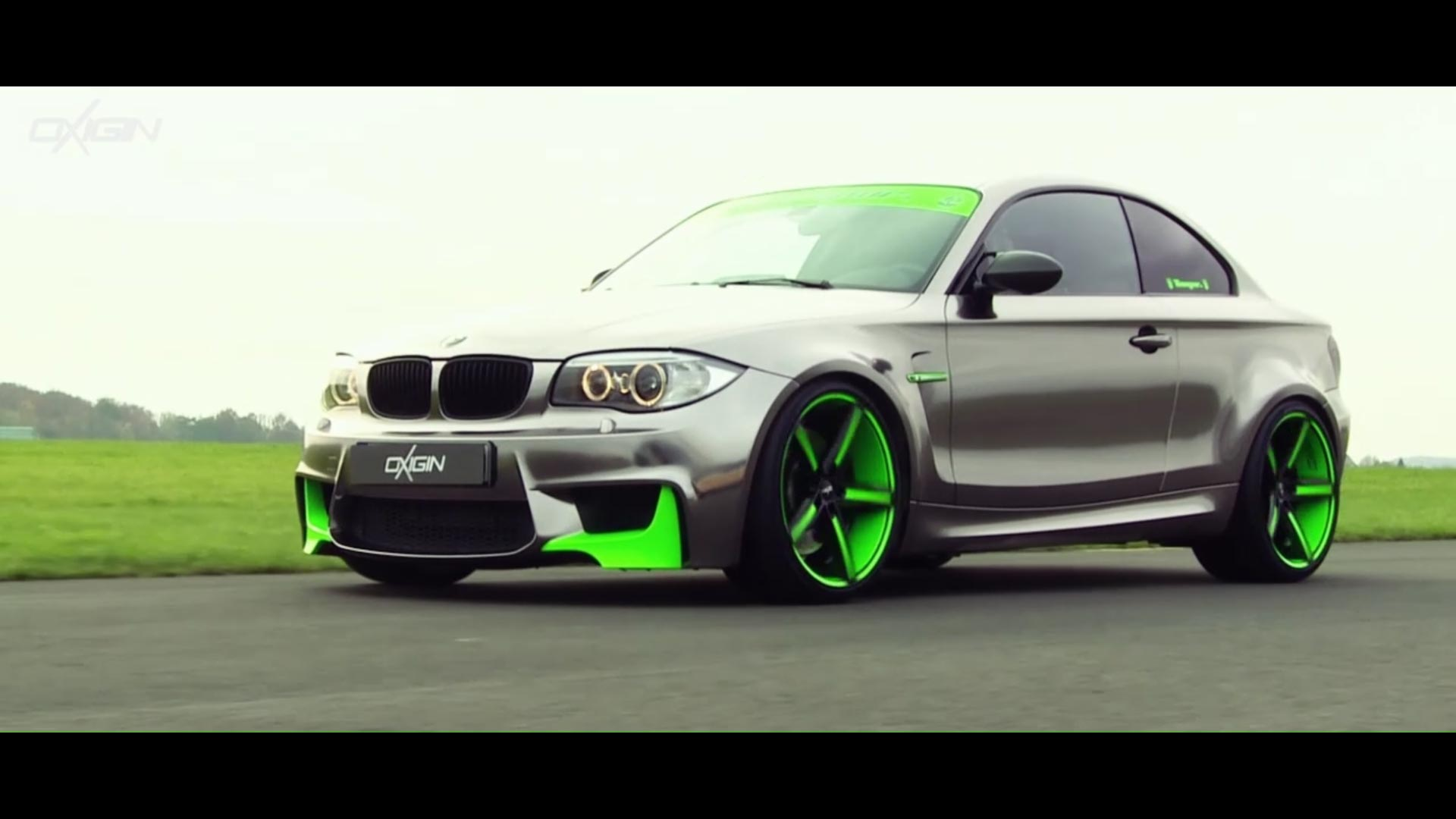 BMW 1er mit OX18 Folie Neon Green