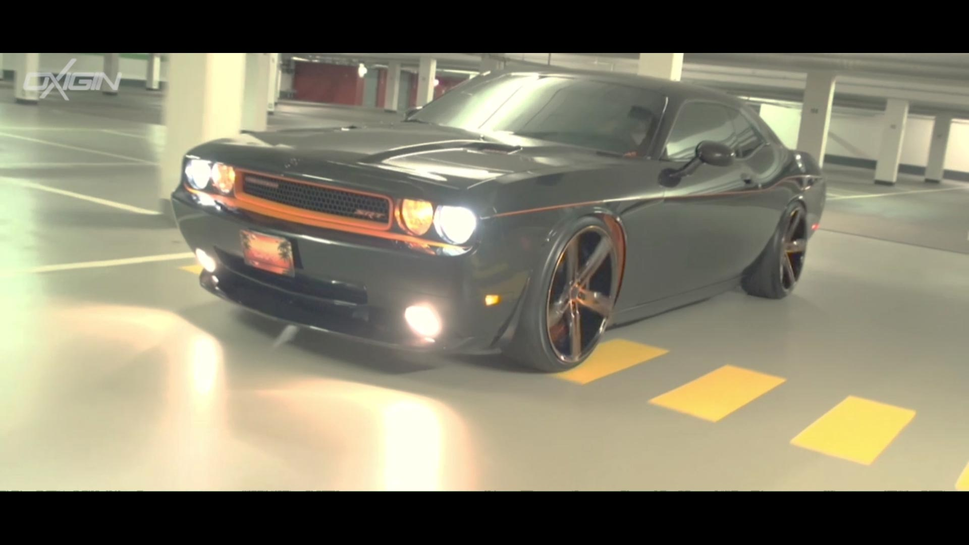 Doge Challenger mit OX18 Orange Polish